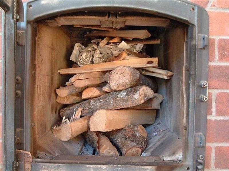 Можно ли топить печь дубовыми дровами. какими дровами лучше топить печь
