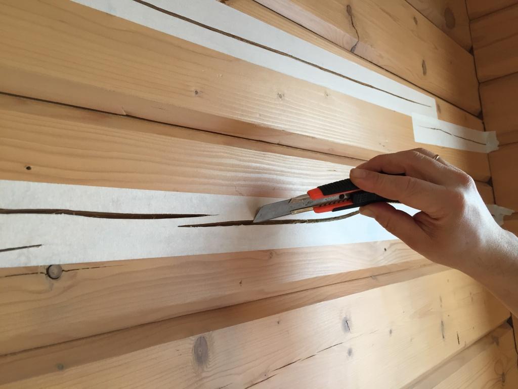 Заделка щелей в бревенчатом доме - строй-хауз