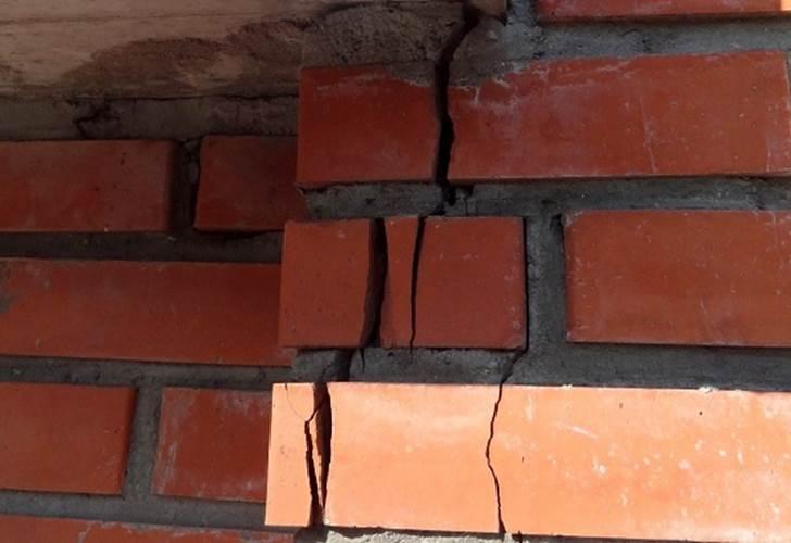 Чем замазать трещины на печке: глиняный состав, приготовленный своими руками, и специальная огнеупорная замазка