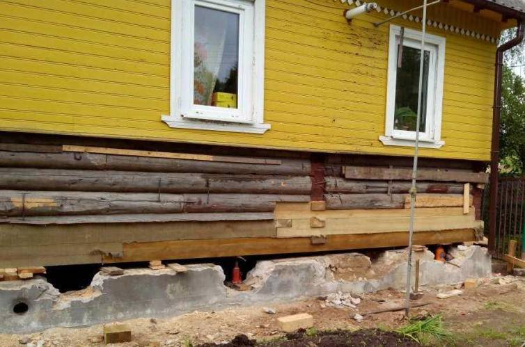Как поднять сруб домкратами без разрушения постройки: технология, рекомендации
