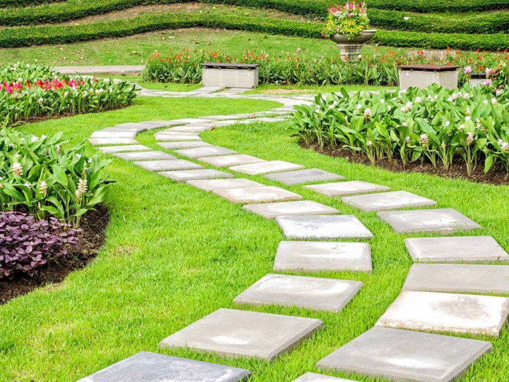 Садовые дорожки своими руками с малыми затратами - самые интересные и практичные идеи