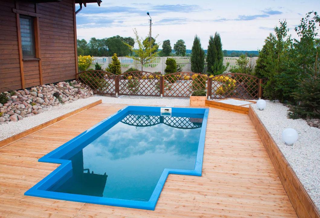 Лаконичный надувной бассейн – прекрасная доступная альтернатива естественному водоёму!