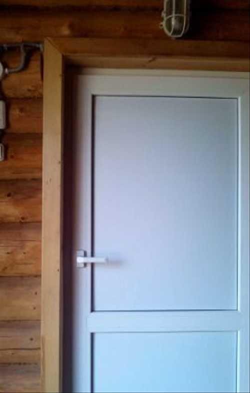 Какую дверь лучше поставить в баню: выбираем
