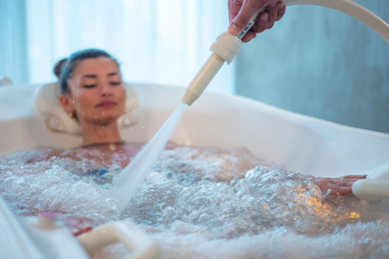 Подводный душ-массаж – источник здоровья и красоты