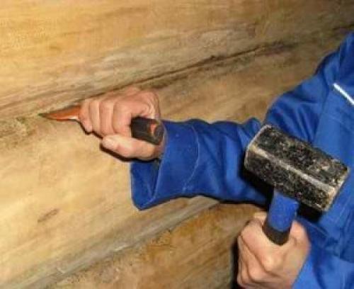 Конопатка сруба своими руками - мхом, джутом или паклей, технология, инструменты и пошаговая инструкция