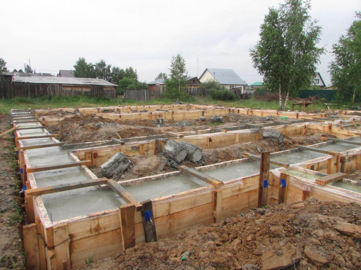 Фундамент на глине: какое основание лучше делать на глинистой почве?