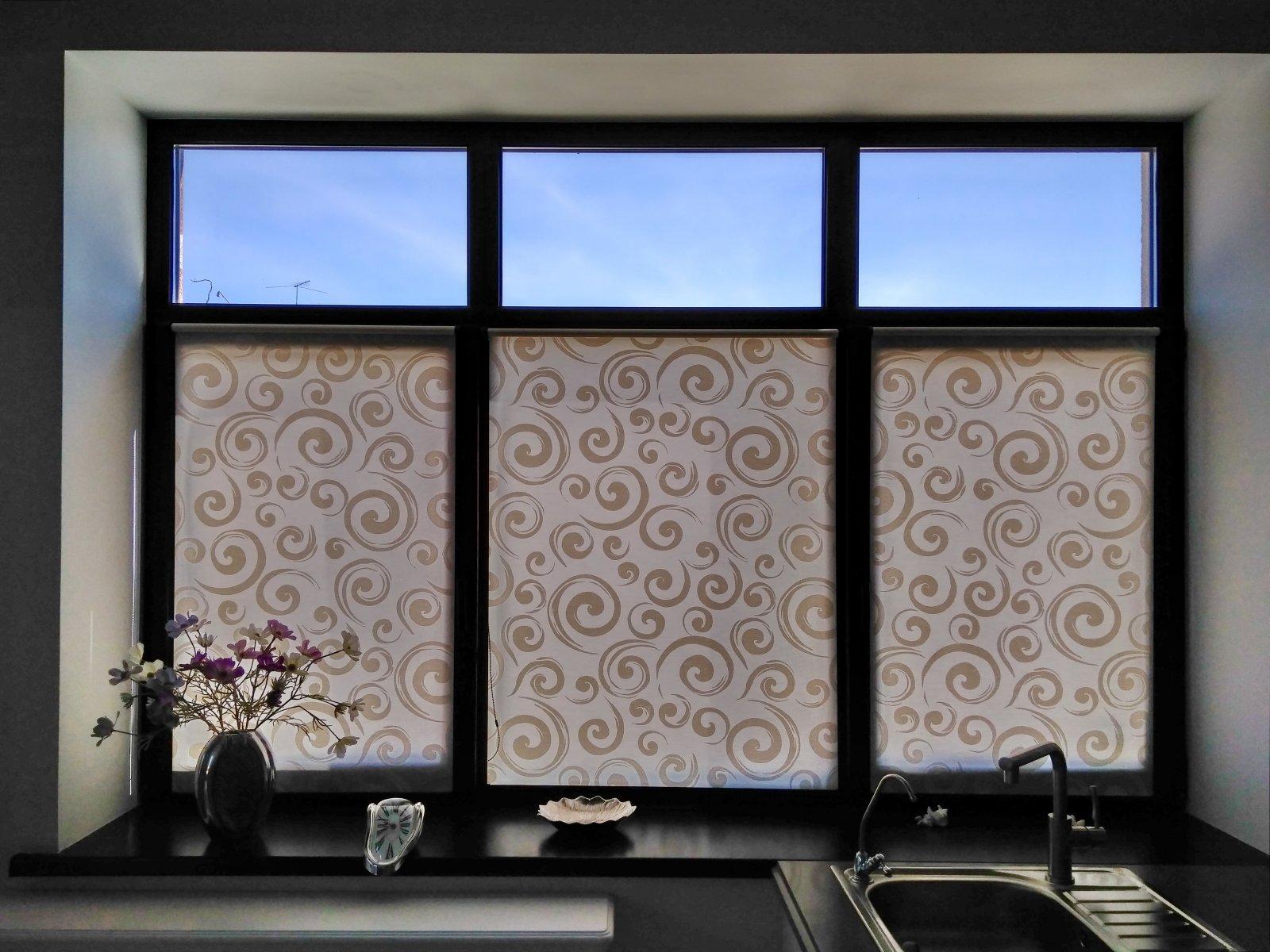 Жалюзи «день-ночь» (58 фото): выбираем зебру на пластиковые окна с цветочным орнаментом, идеи в интерьере, установка и отзывы