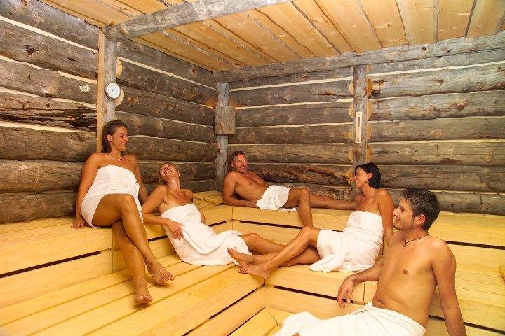 Хорошо или плохо посещать баню при бронхите
