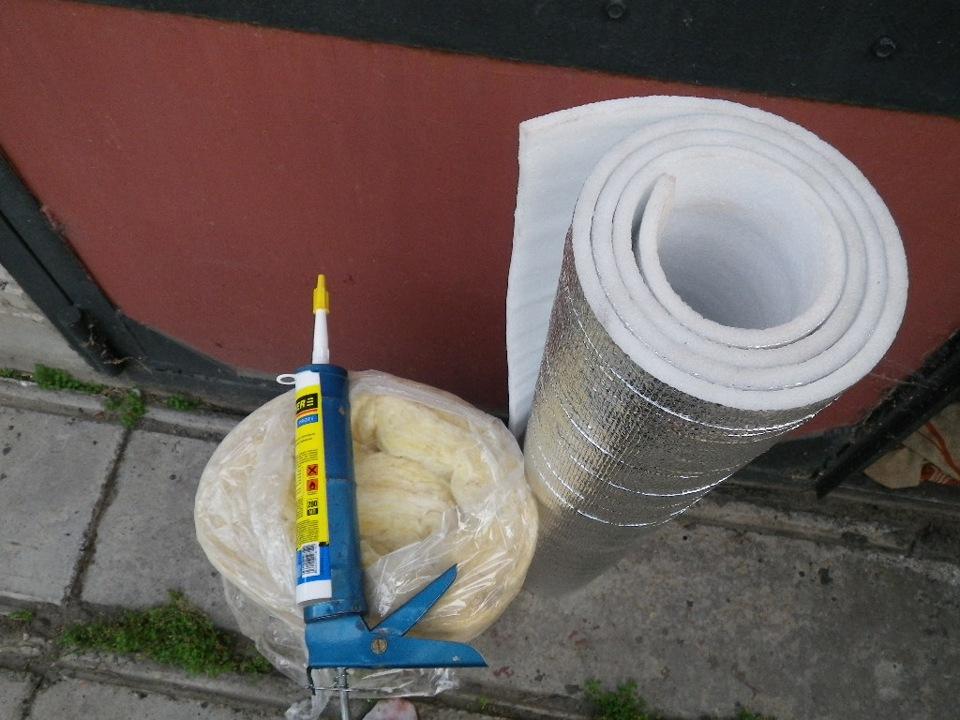 Как крепить изолон к стене