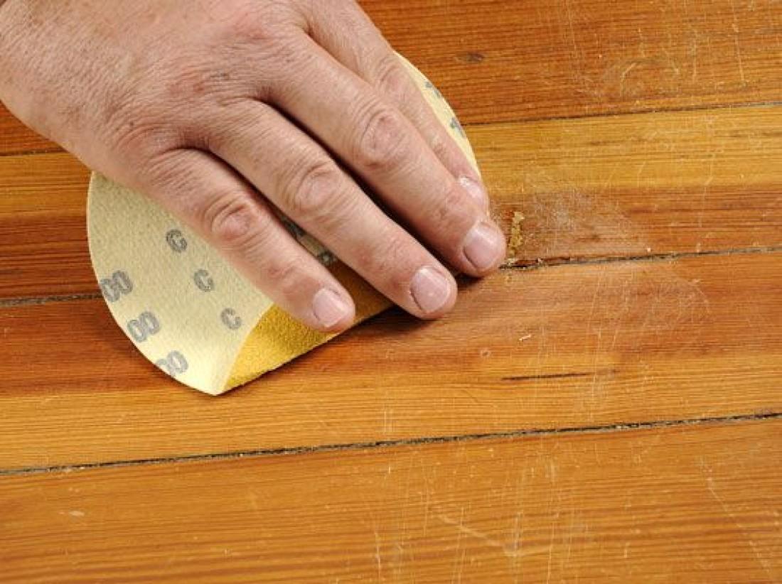 Чем можно заделать щели в полу между досками