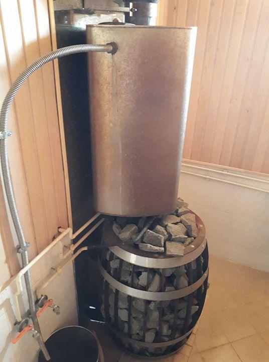 Бак для воды в баню: варианты самоварного типа и выносной с теплообменником, бак на трубу из нержавейки, деревянные бочки для горячей воды