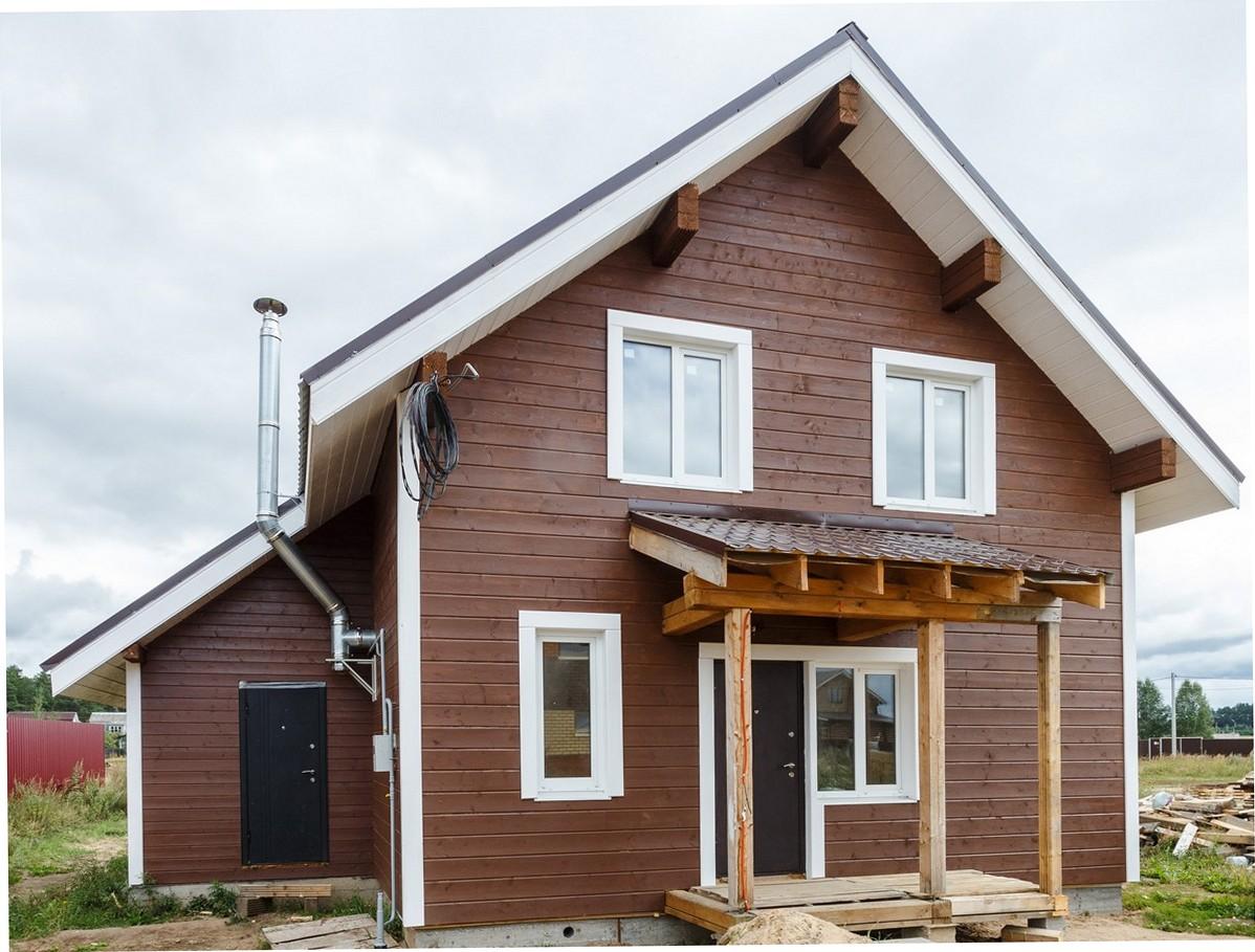 Отделка фасада дома имитацией бруса