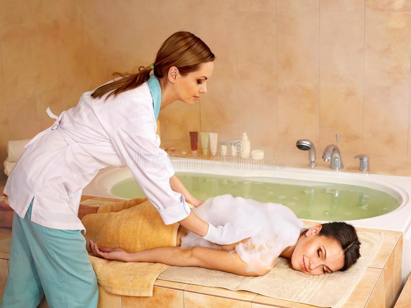 Польза и вред от проведения массажа в хамаме