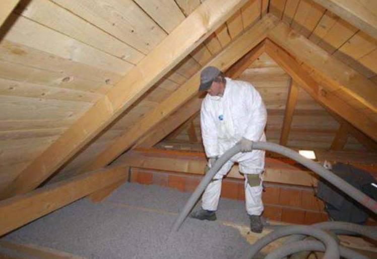 Как правильно утеплить потолок под холодной крышей – фото и видео инструкция