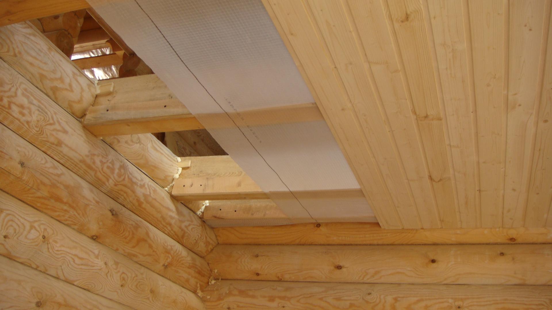 Черновой потолок по деревянным балкам: подшивка в частном доме доской и установка