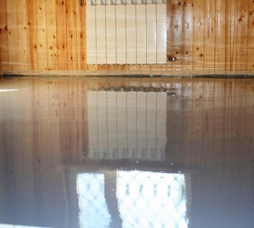 Как залить пол в бане: поэтапный процесс заливки с уклоном, под слив, своими руками