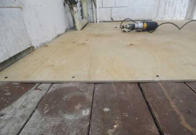 Чем можно выровнять деревянный пол в квартире и как это сделать своими руками?