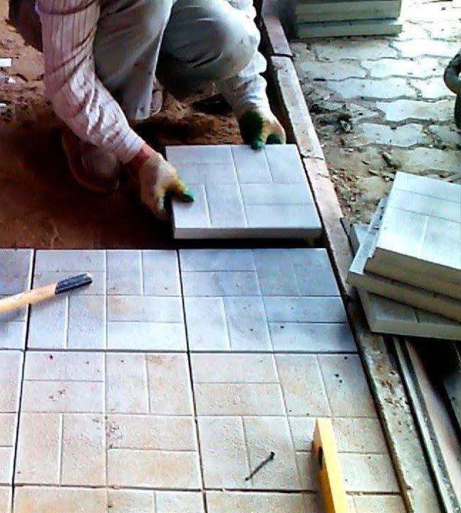 Укладка тротуарной плитки: виды и достоинства, пошаговая инструкция кладки брусчатки своими руками, видео урок