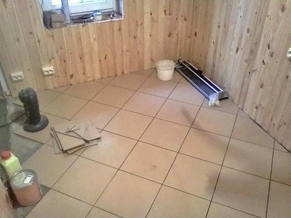 Как выложить пол из кафельной плитки в бане?