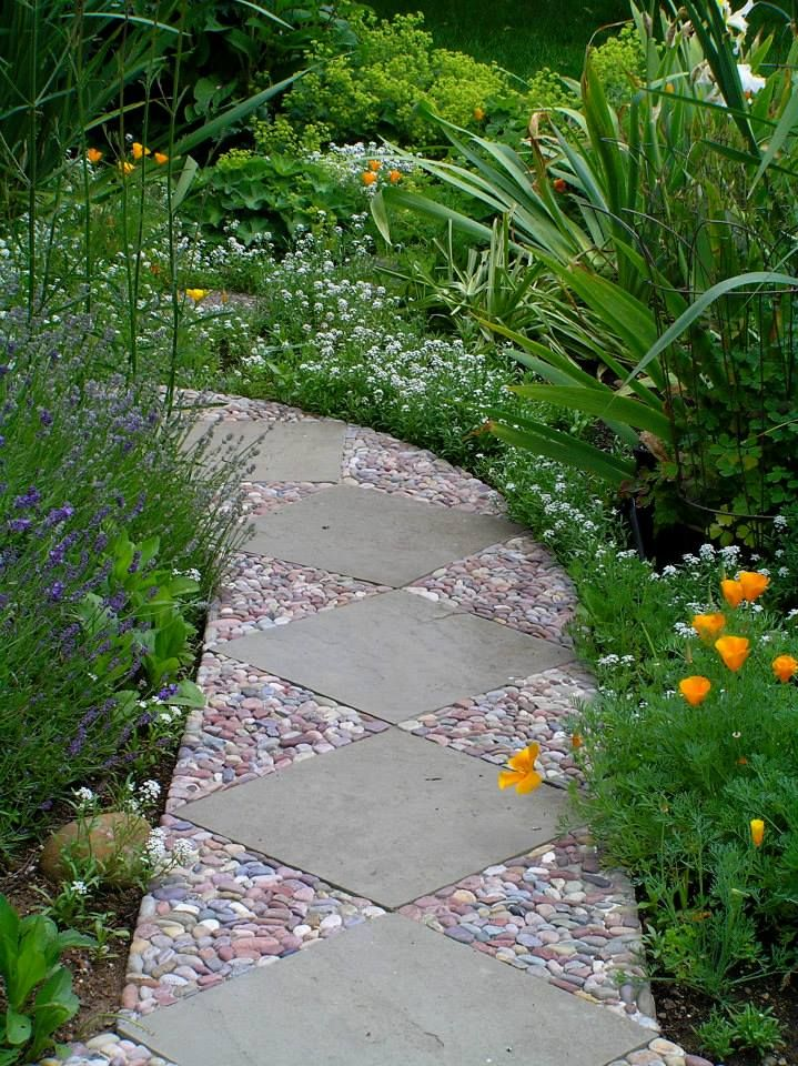 12 советов по укладке садовых дорожек из бетона своими руками
