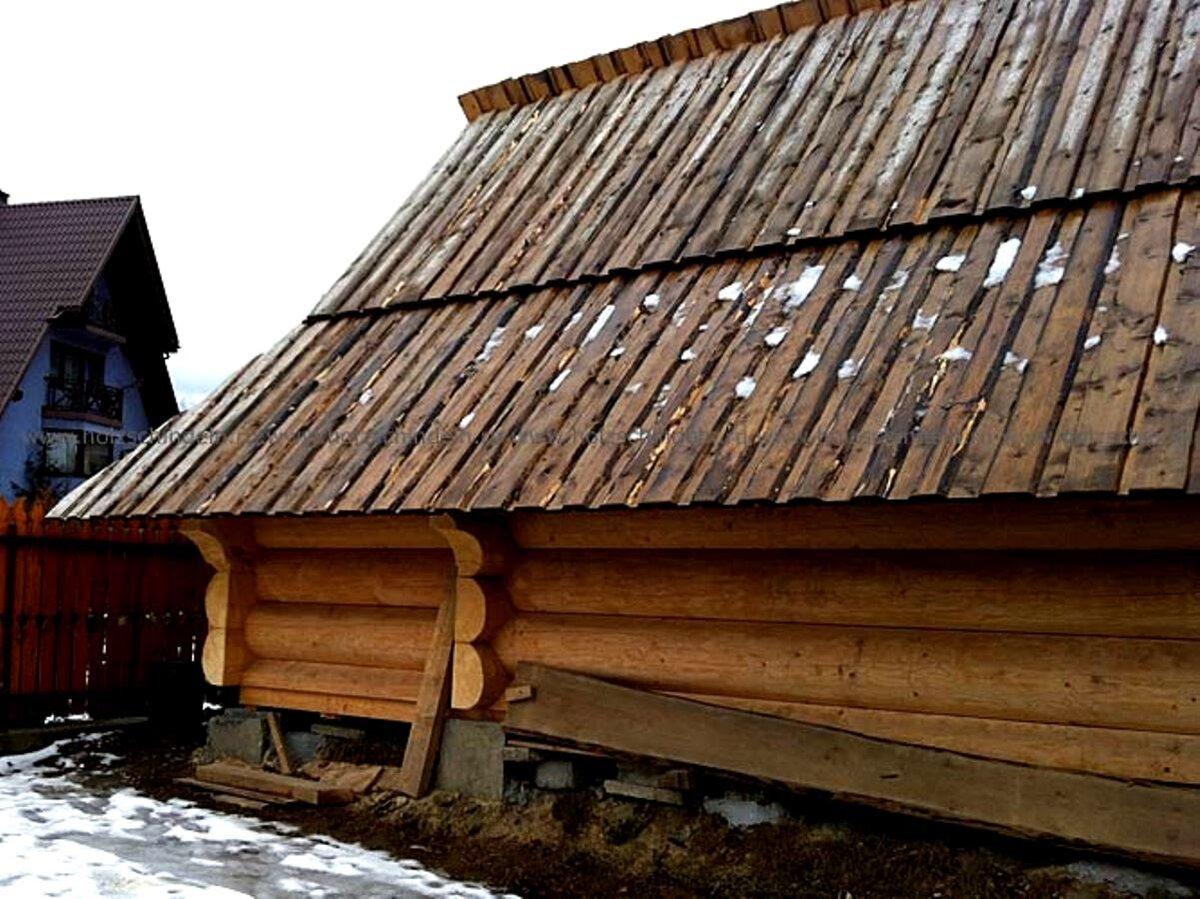 Тисовая или тесовая крыша как пишется