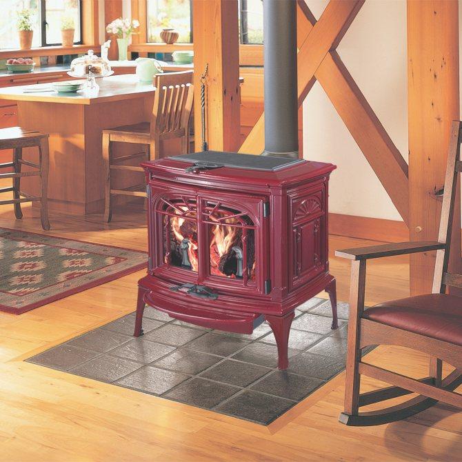 Выбираем модель чугунной печи длительного горения, которая идеально подойдёт для дачи