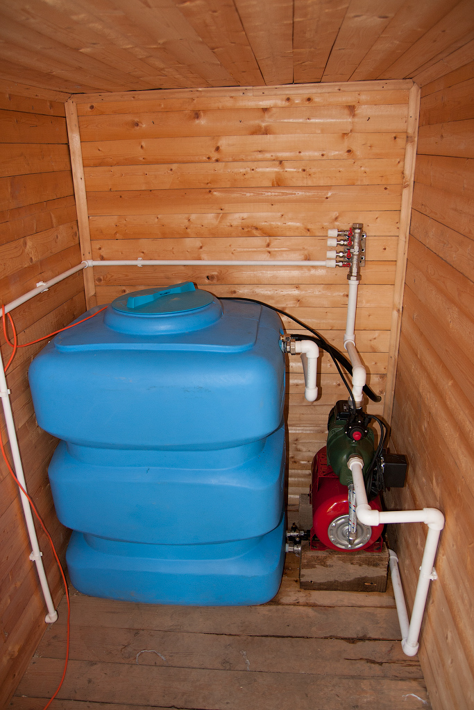 Водопровод в бане: видео-инструкция как сделать своими руками, особенности банного душа, бандажа для водопроводных труб, как провести из дома, цена, фото