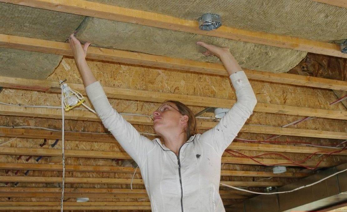 Чем утеплить крышу бани: обзор эффективных материалов