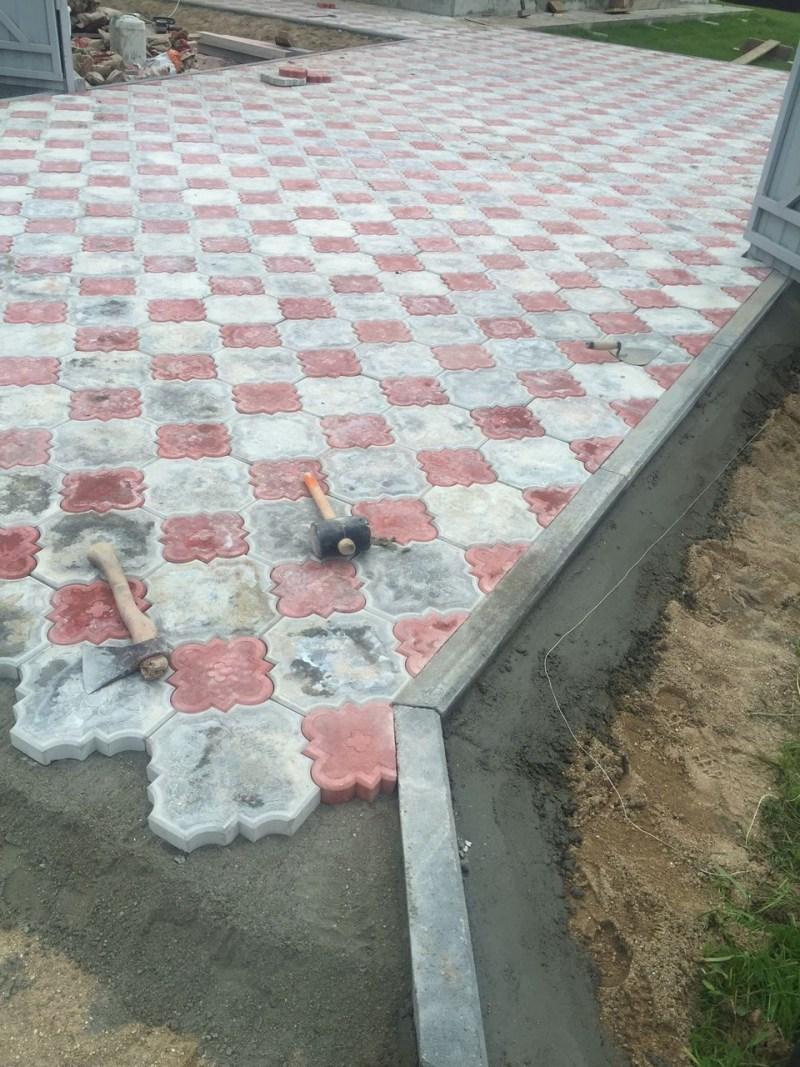 Видео укладки тротуарной плитки своими руками — пошаговая инструкция
