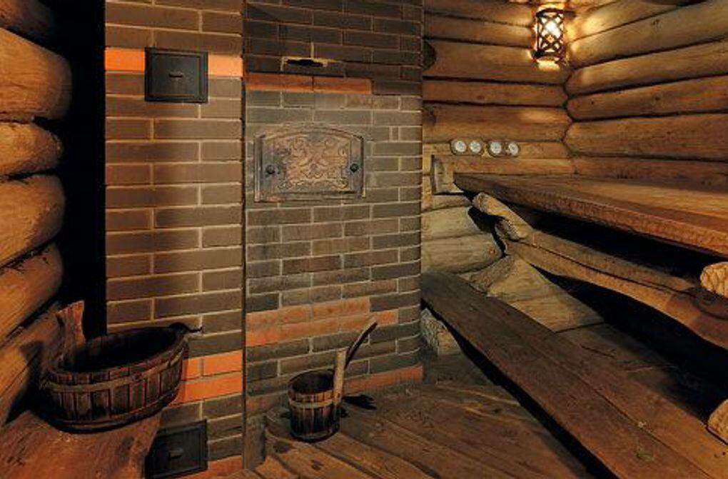 Виды и характеристики печей с каменкой для бани