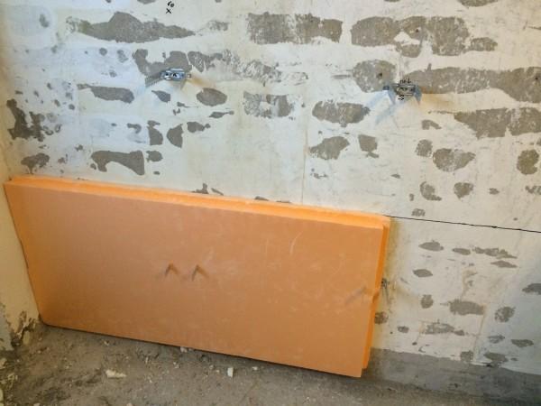На что крепить пеноплекс к стене