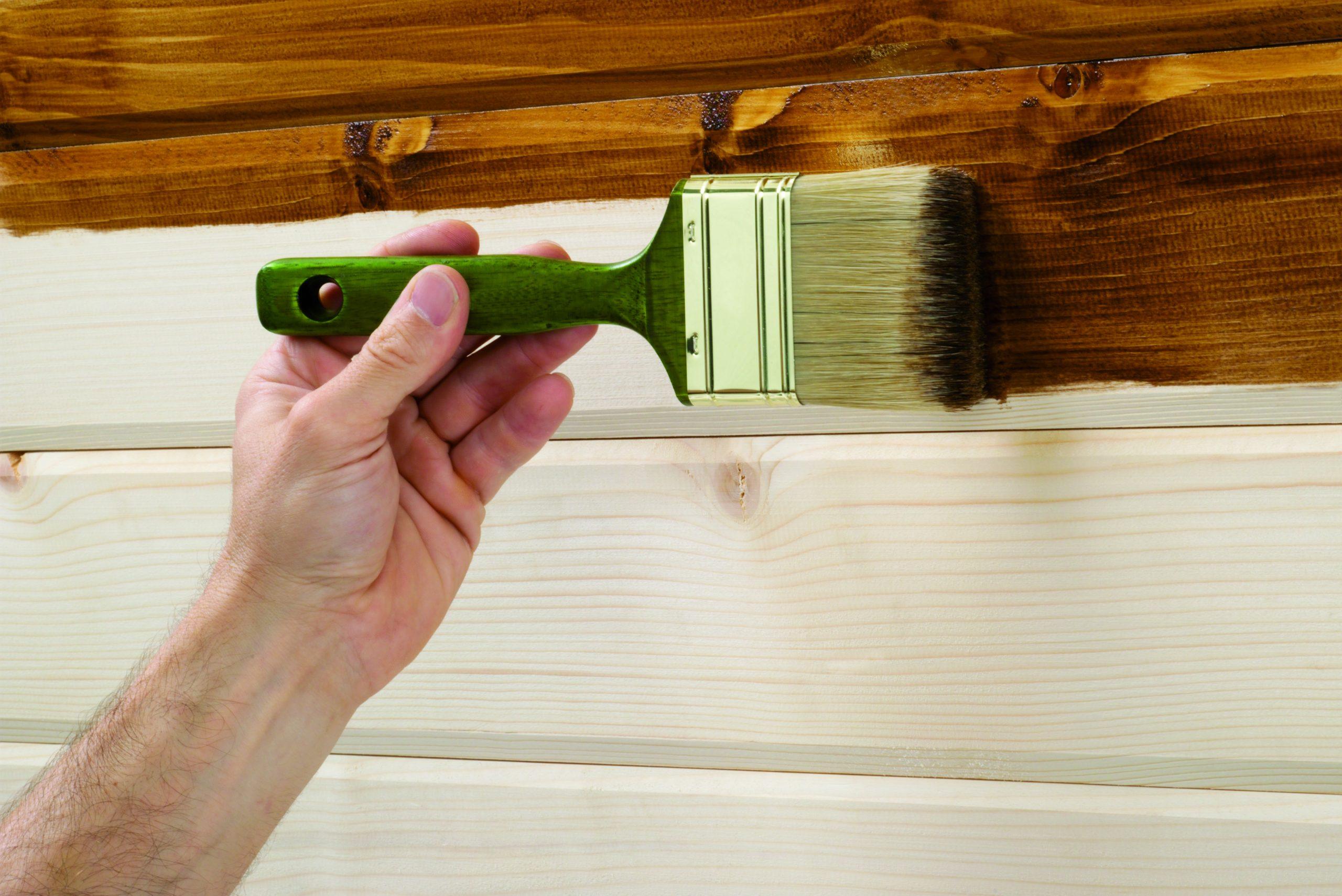 Как выбрать краску без запаха для внутренних работ по дереву?