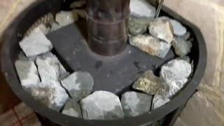 Как правильно уложить камни в банную печь и сколько их нужно?