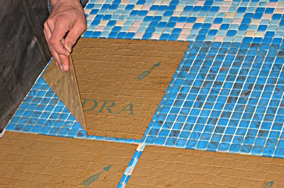 Технология укладки мозаичной плитки на стены или пол