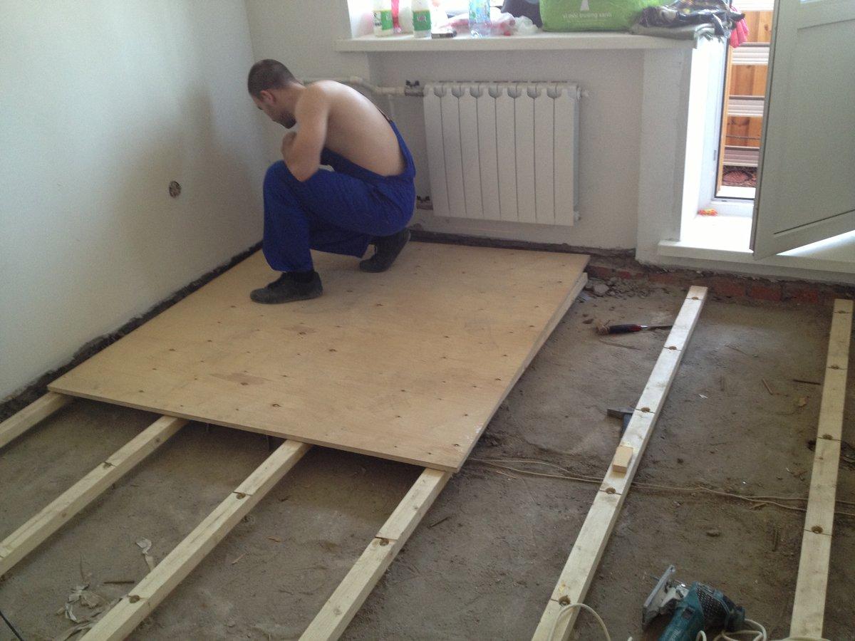 Выравнивание пола фанерой под ламинат: укладка на деревянный, бетонный пол, лаги, можно ли своими руками, технология на фото и видео