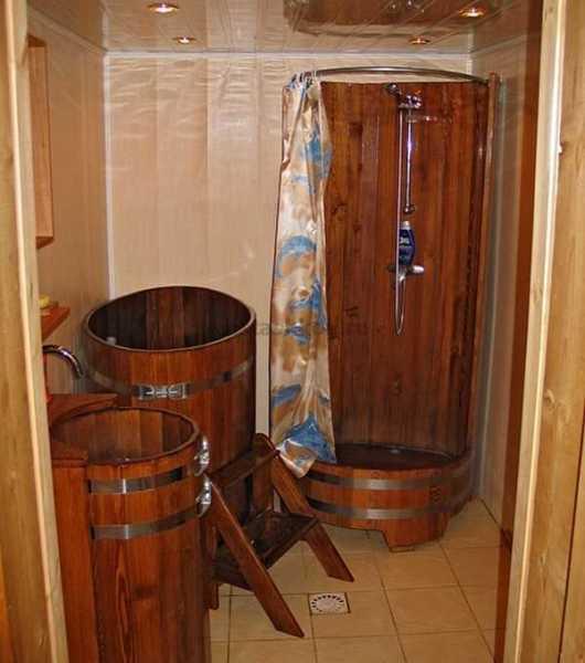 Деревянная душевая кабина для бани