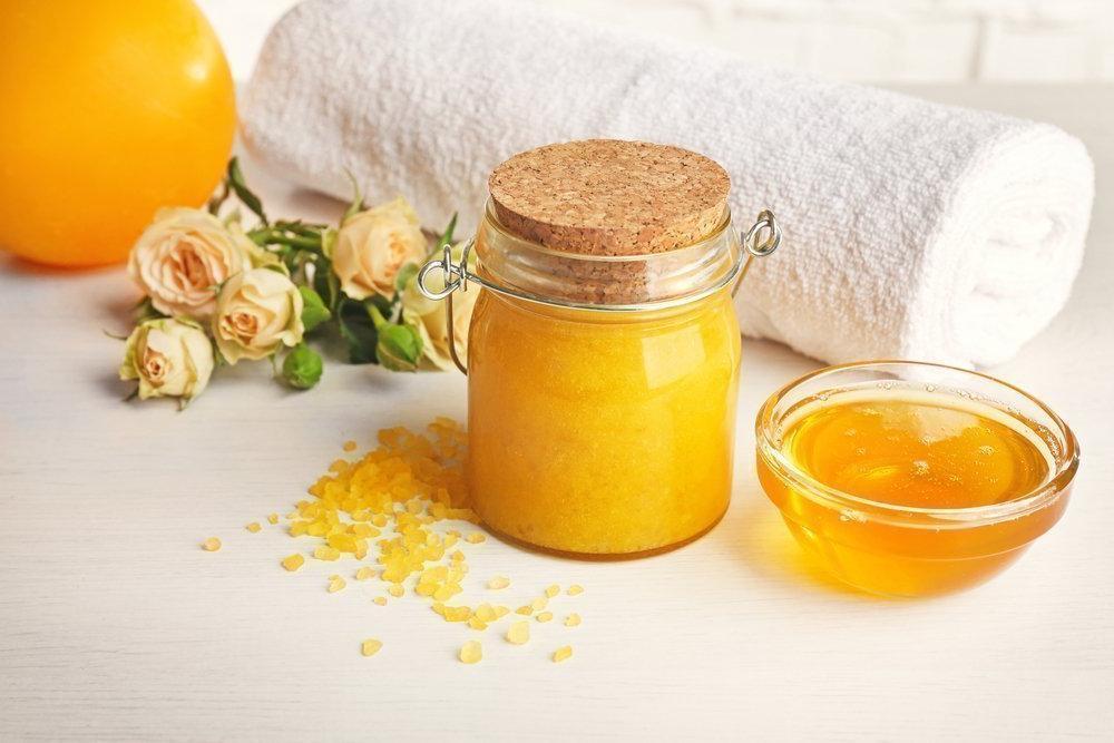 Продлят молодость и помогут в лечении: соль и мед в русской бане