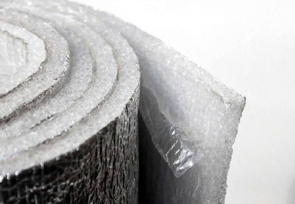 Утеплитель с фольгой для стен: требования и характеристики