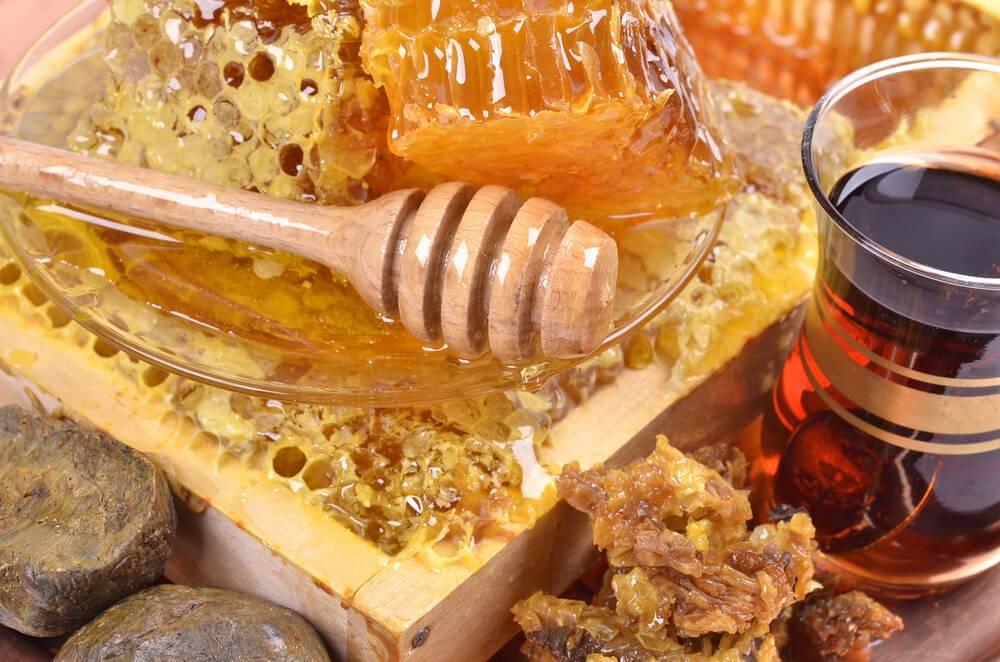Мёд в бане: целебные действие и противопоказания