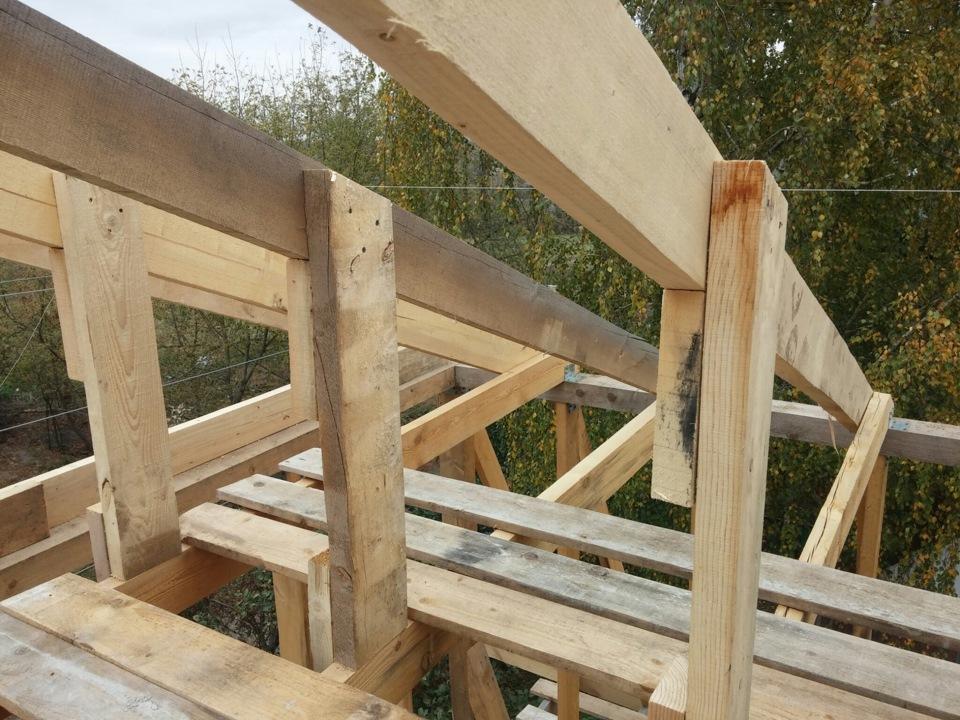 Балки перекрытия и стропила: установка и крепление к мауэрлату, фото +видеопримеры