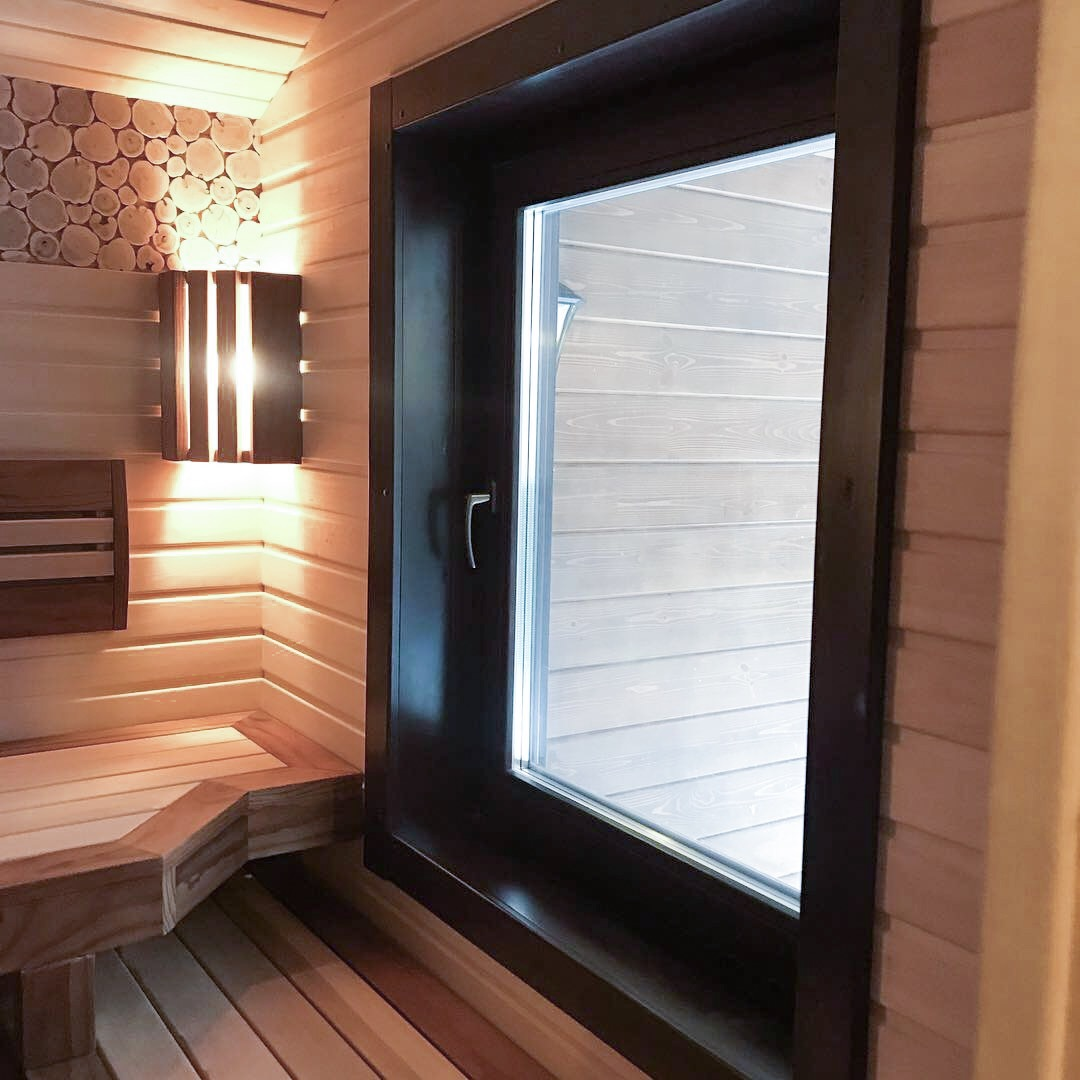 Окна в баню своими руками - задача посильная, как и установка. мы подскажем, как провести установку окна в бане из сруба, в парилке, как вставить деревянное окно или пластиковое, на какой высоте