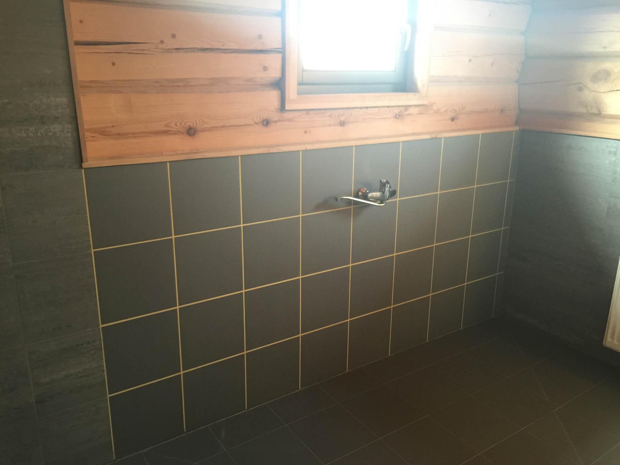 Пол из плитки в бане: какую выбрать и как класть