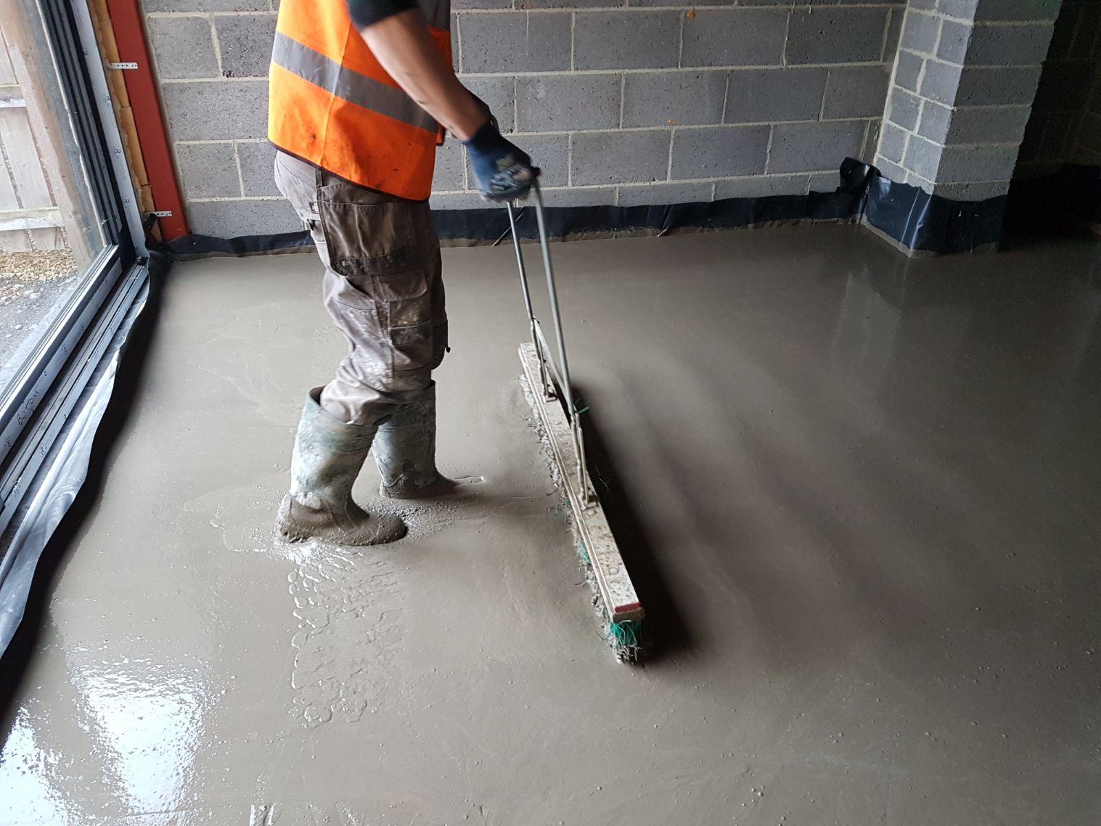 Как сделать бетонный пол в частном доме