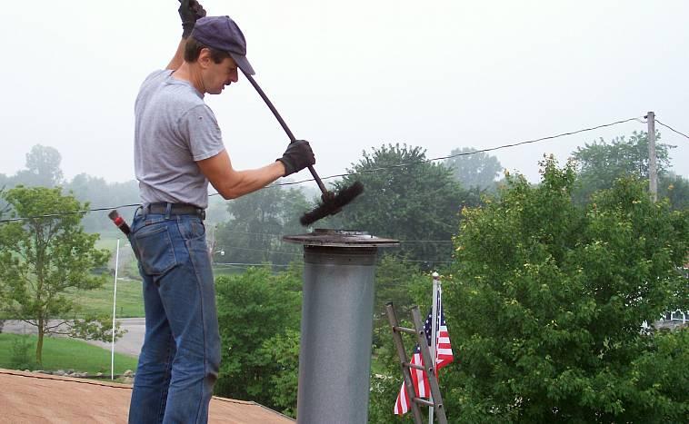 Как прочистить трубу дымохода в бане своими руками, используя народные средства и при помощи специального ерша - читайте в нашей статье