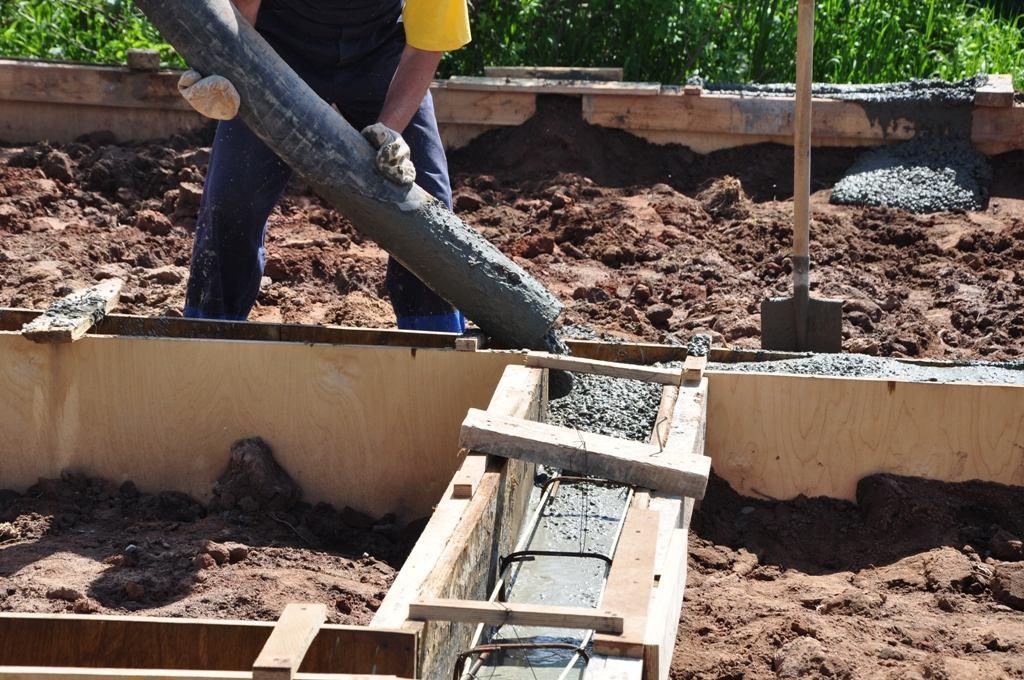 Можно ли заливать фундамент слоями, если не хватило бетона
