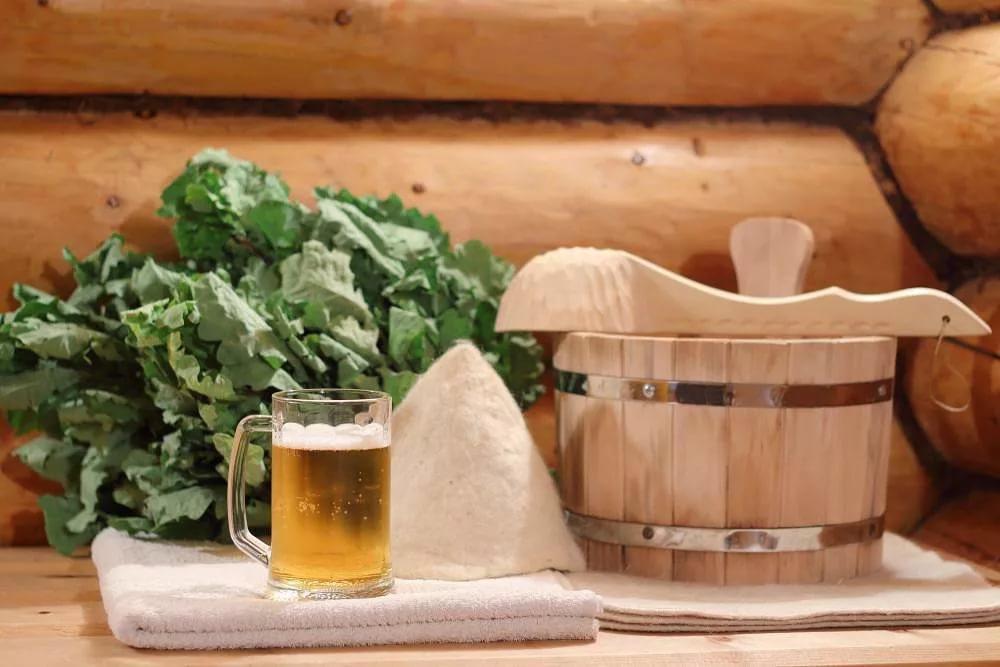 Что лучше пить, находясь в бане? какой предпочтительней пить чай и допустимо ли употребление водки после бани?