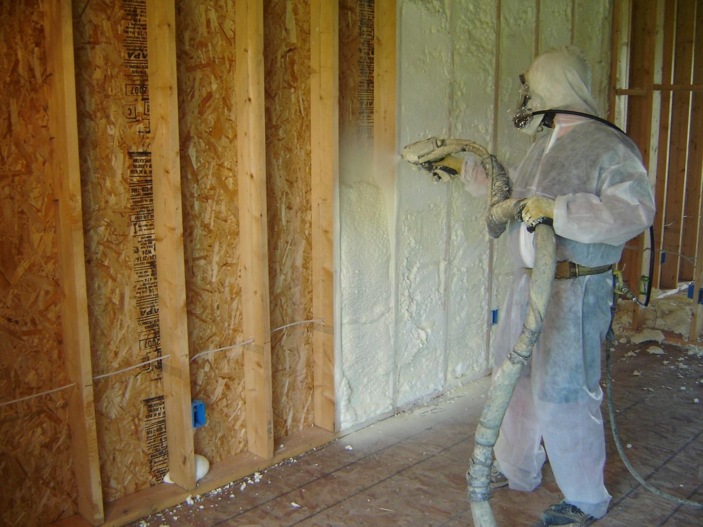 Варианты утепления стен пеной в воздушной прослойке