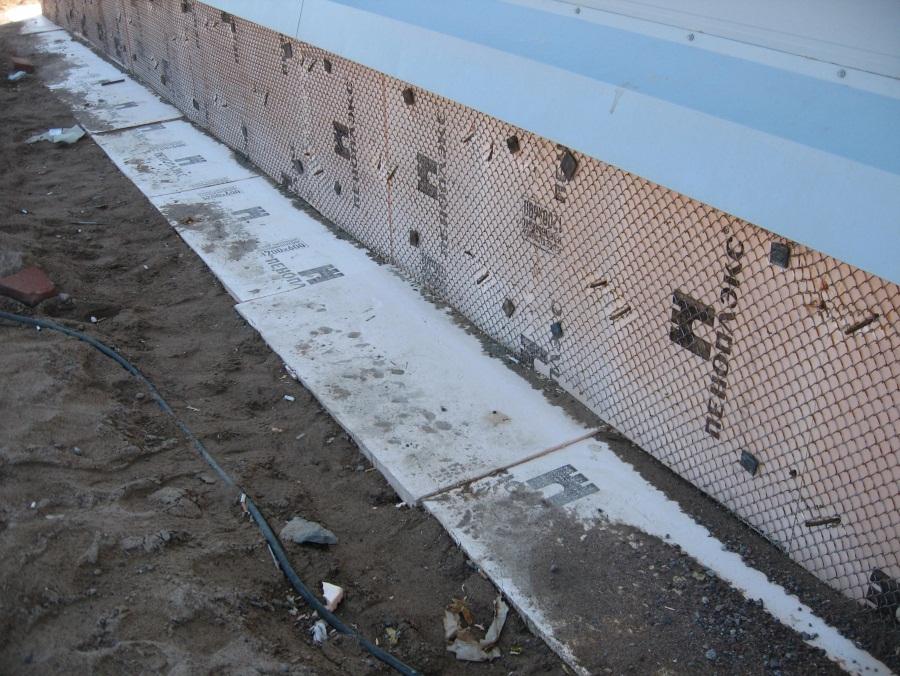 Крепление пенополистирола к стене, крепление плит пенопласта к кирпичной стене