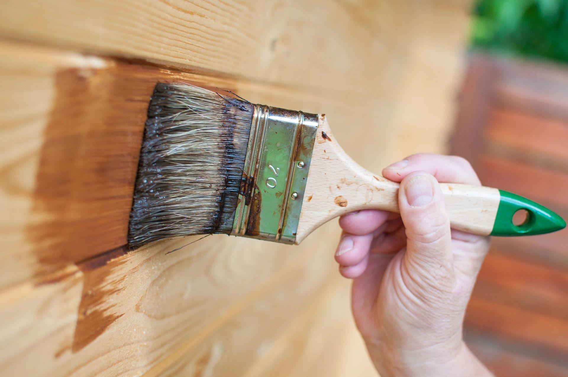 Краска для дерева – правильный подбор для наружных и внутренних работ (130 фото)