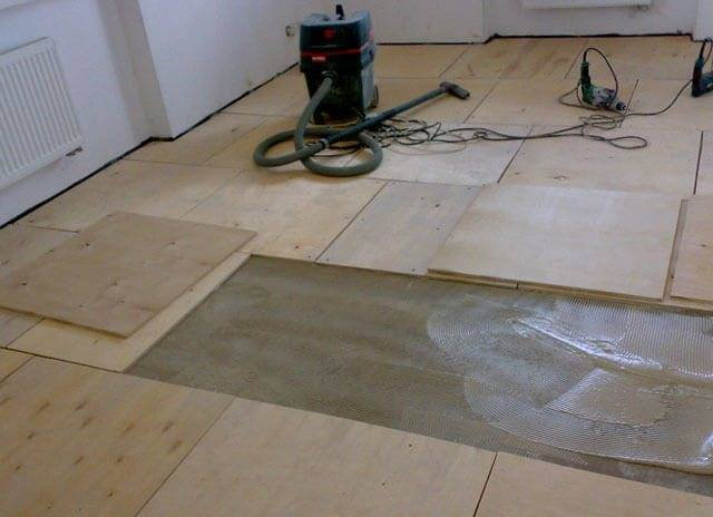 Деревянный пол на бетонном основании: варианты и возможности устройства
